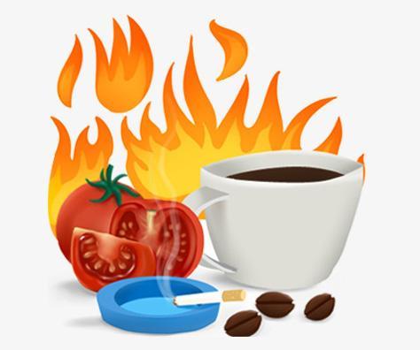 Tomate en tranches, tasse et grains de café et une cigarette allumée